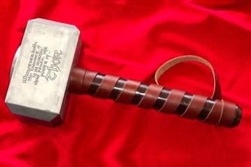 Replica 1:1 di Mjolnir, il martello di Thor