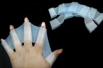 Swim Gloves, in piscina con una marcia in più!