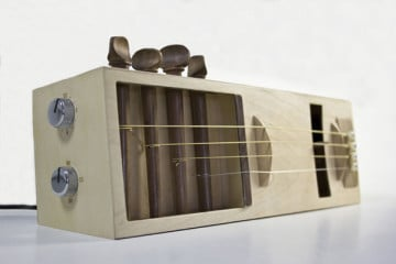 La sveglia acustica, una chitarra a misura di comodino