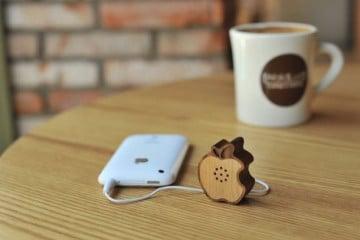Mini speaker Apple di legno