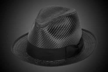 Cappello in fibra di carbonio