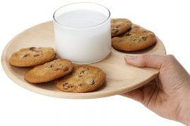 Bicchiere per latte e biscotti