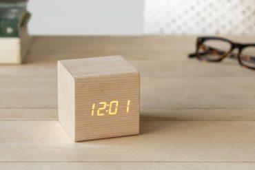 Sveglia di legno Kubo