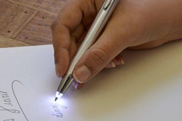 Penna con luce LED